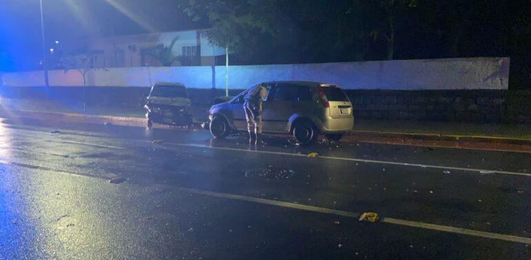 Motorista embriagado causa acidente na madrugada deste sábado