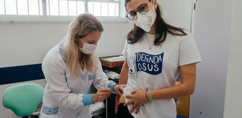 Foto de Joinvilense tomando vacina contra a covid no bumbum viraliza na internet