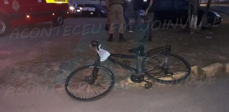 Vídeo : Ciclista fica ferida após colidir contra carro no Floresta