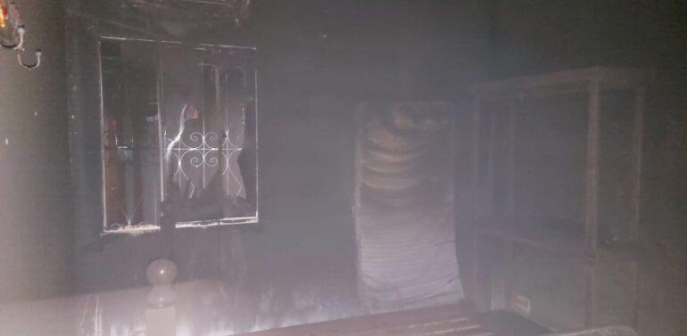 Casa fica completamente destruída após incêndio em Itapoá