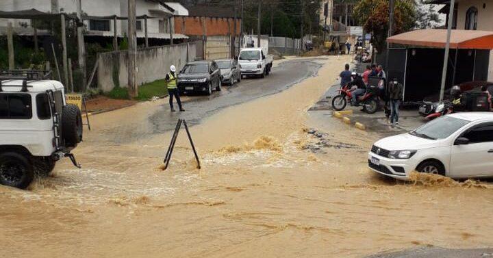 VÍDEO : Conserto de vazamento compromete abastecimento de água nas regiões Sudeste e Sul