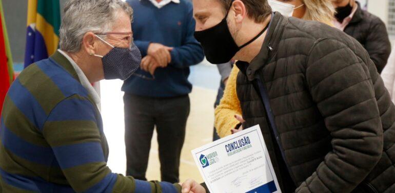 Famílias do Loteamento Águas Vermelhas recebem Certificado de Regularização Fundiária
