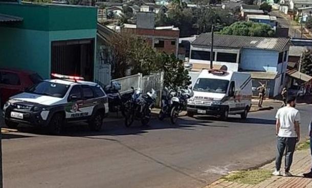 Bebê baleada em Chapecó brincava com pai quando foi atingida