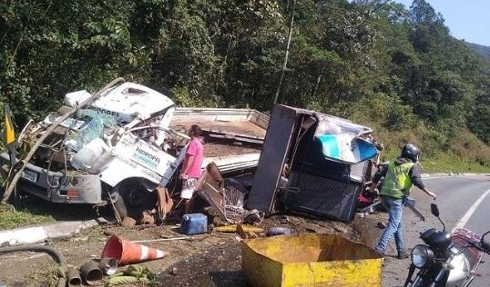 Caminhão tomba e causa derramamento de óleo na BR-376