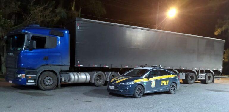 PRF recupera carreta roubada no Paraná é recuperada em Joinville