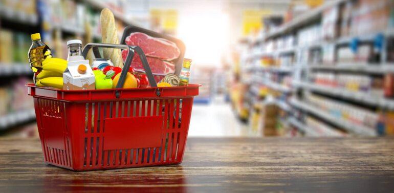 Preço da cesta básica sobe 22% e encosta no salário mínimo