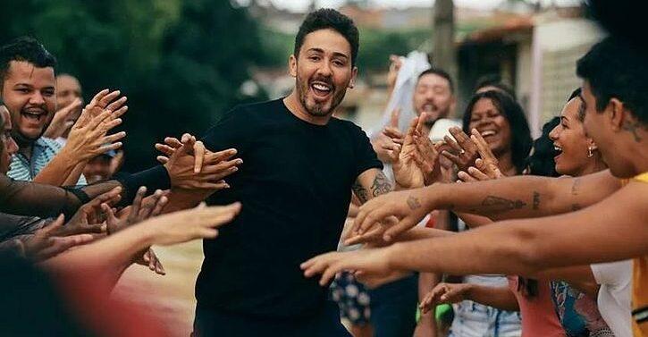 Carlinhos Maia reune fãs durante evento em Joinville