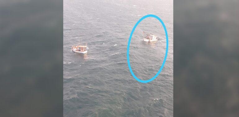 Bombeiros resgatam embarcação à deriva no Litoral Norte