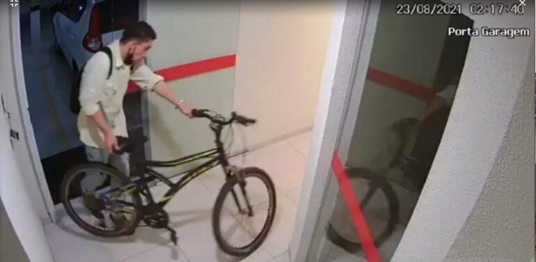VÍDEO: câmera de segurança registra furto de bicicleta no Nova Brasília