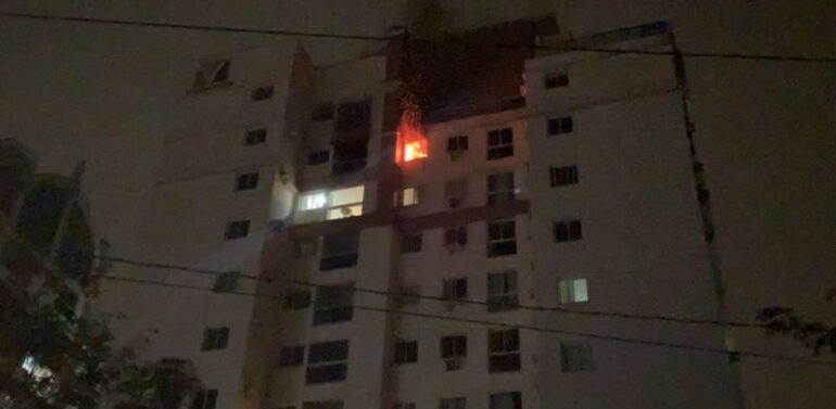 Apartamento fica em chamas e moradores são evacuados no Anita Garibaldi