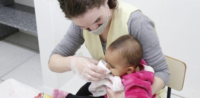 Programa garante aleitamento materno para bebês matriculados em CEIs de Joinville
