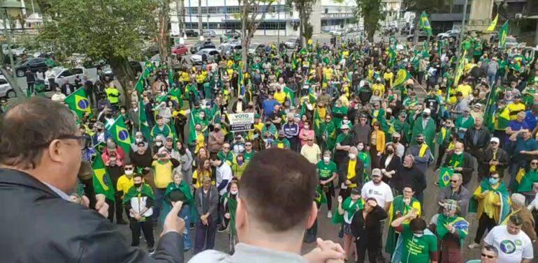 Apoiadores de Bolsonaro fazem ato pró-voto impresso em Joinville