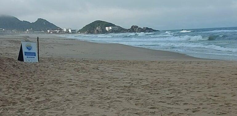 Corpo de homem não identificado é encontrado na Praia do Ervino