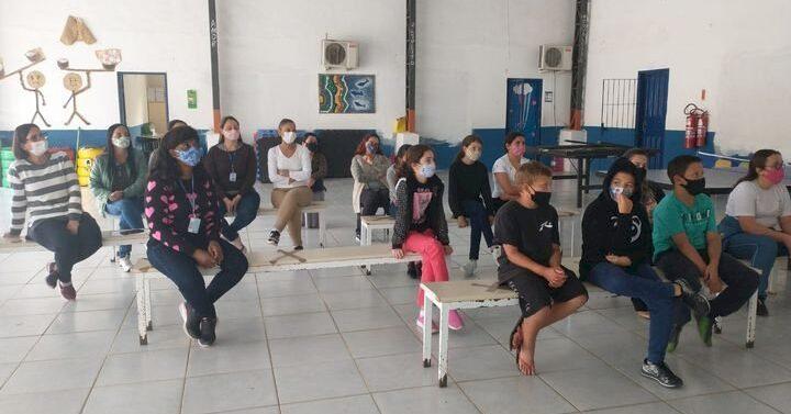 SFS: Secretaria de Educação e Apae realizam palestras nas escolas