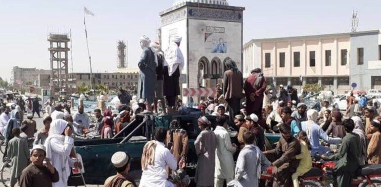 Integrantes do Talibã tomam palácio presidencial em Cabul