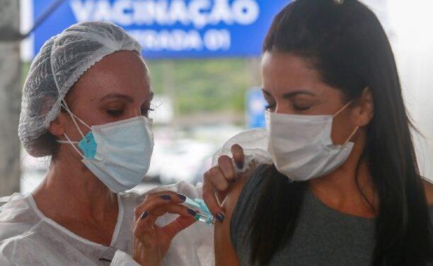 Um em cada quatro catarinenses já completou o esquema vacinal
