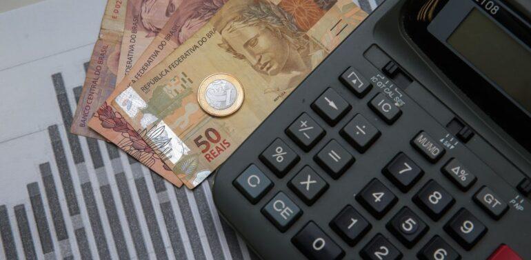 Inflação sobe, confiança desce