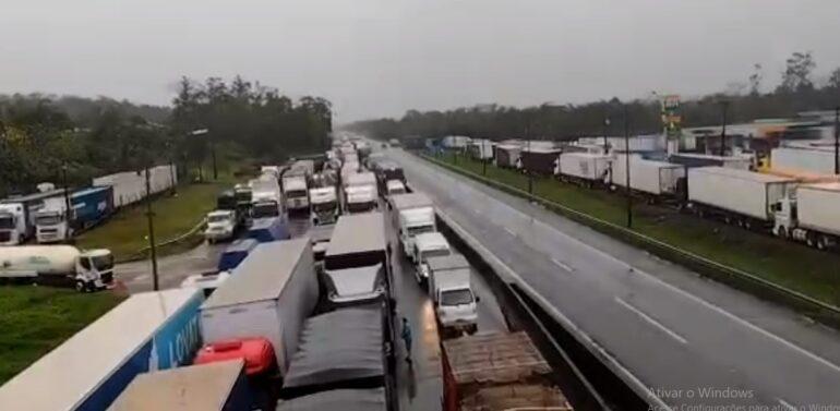Justiça Federal proíbe caminhoneiros de fechar rodovias federais de SC