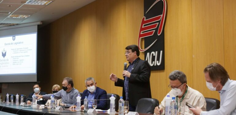 Presidente Maurício Peixer destaca ações na ACIJ
