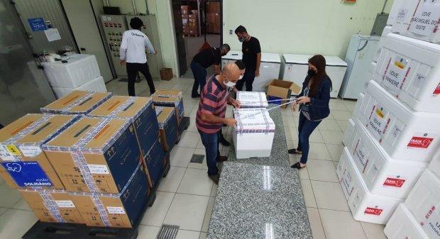 Estado distribui 151.600 imunizantes contra Covid-19 para aplicação da primeira dose