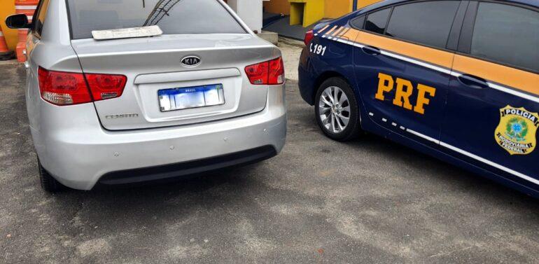 Automóvel furtado é recuperado na BR 101 em Barra Velha