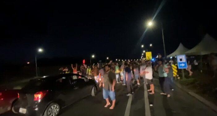 VÍDEO : KM 25 da BR-101 em Joinville é novamente bloqueada