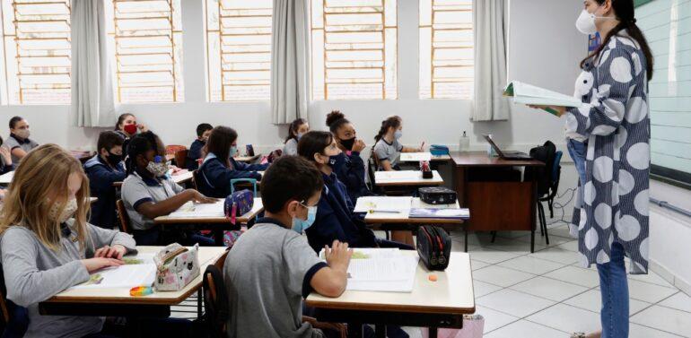 Alunos de 4º, 5º e 9º anos retornam ao ensino 100% presencial em Joinville