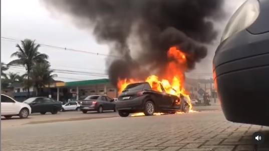 VÍDEO : Peugeot pega fogo no Itinga