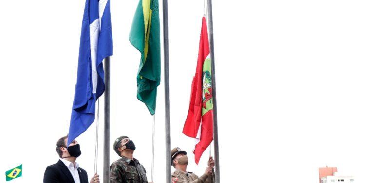Joinville celebra Semana da Pátria com hasteamento das bandeiras