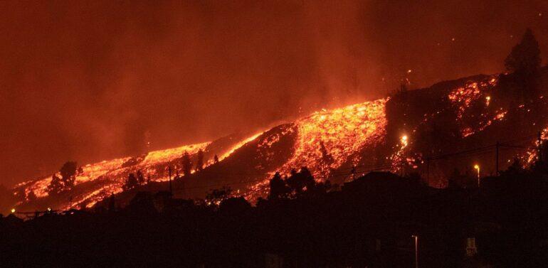 VÍDEO : vulcão de La Palma destrói 320 construções e 153 hectares