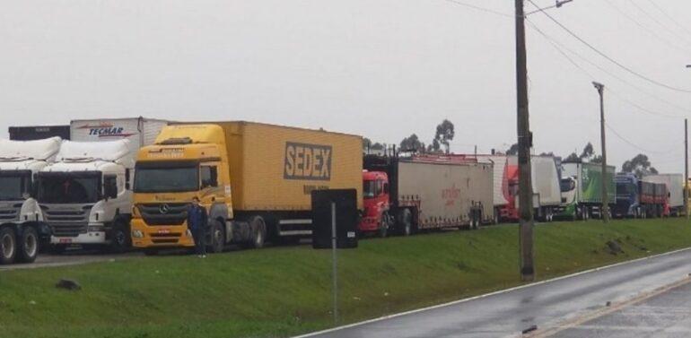 Saiba quais trechos continuam com pontos de bloqueio nas rodovias da região