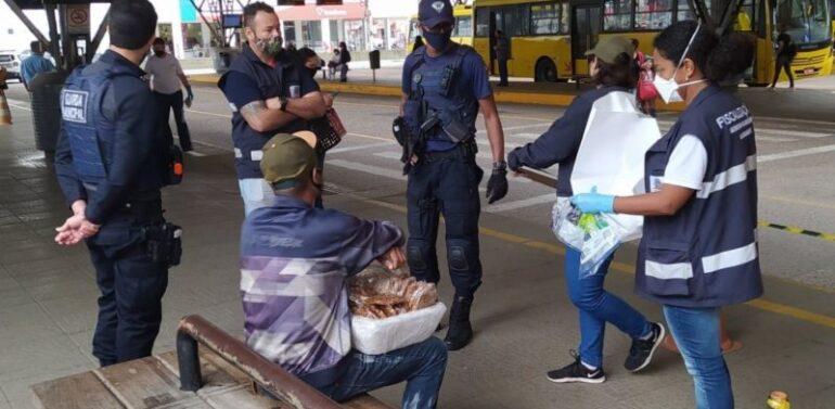 Vendedor ambulante é multado em R$ 1,6 mil por vender cocada em terminal de ônibus