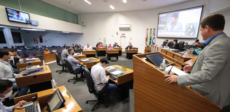 Plenário aprova convênios para a Saúde e projeto sobre prazo de vencimento do IPTU