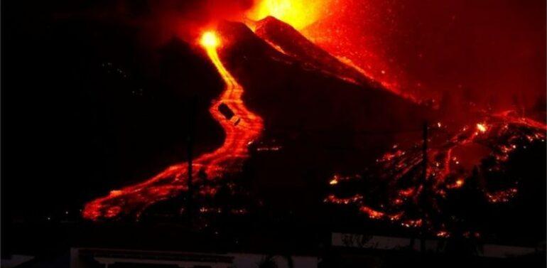 VÍDEO : Lava de vulcão nas Canárias avança após destruir uma centena de casas