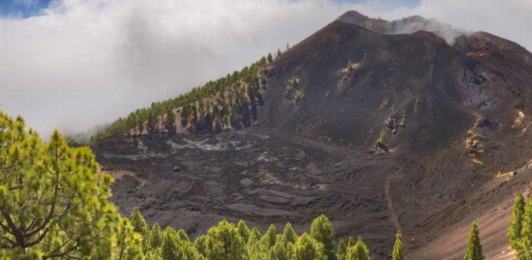 VÍDEO : Vulcão nas Ilhas Canárias tem novas erupções e deixa ruas cobertas de cinzas