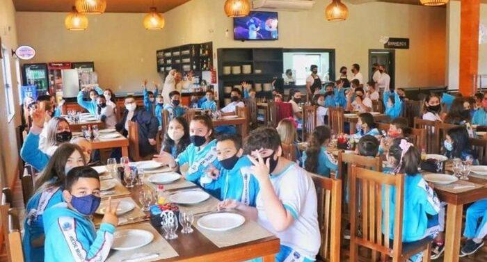 Após sucesso da Rifa da Fazendinha, alunos de escola comemoram o Dia da Criança
