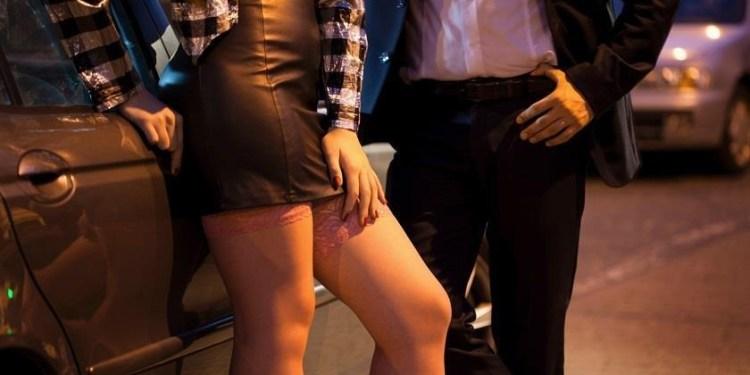 Homem gasta R$ 6 mil em casa de prostituição e chama mãe para pagar conta