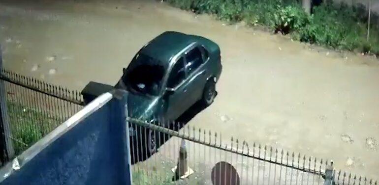 Câmera registra furto de carro em Joinville