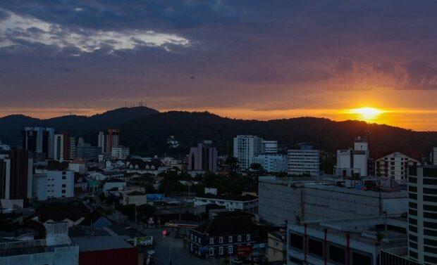 Joinville está entre as 15 cidades do país que mais geraram empregos em um ano