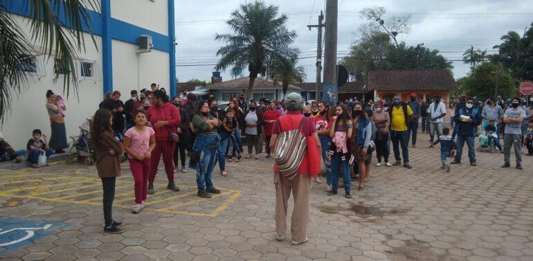 Moradores do bairro Jardim das Oliveiras protestam contra ordem judicial em Araquari